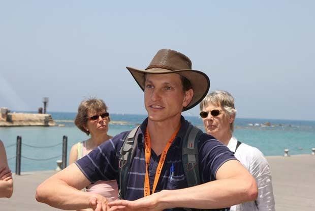 Israeli-tour-guide